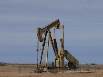 Oil and gas lawyers want residents banned from talking at rule hearing --- Denver Post Article